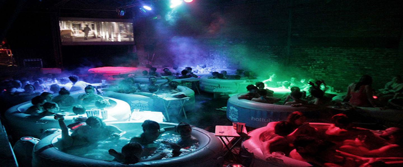 Hot Tub Cinema: Badderend naar de film