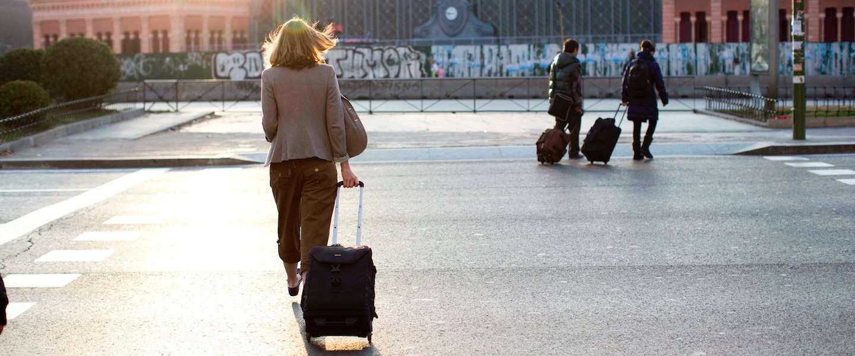 Op reis terwijl je lover alleen thuis zit: zo doe je dat!