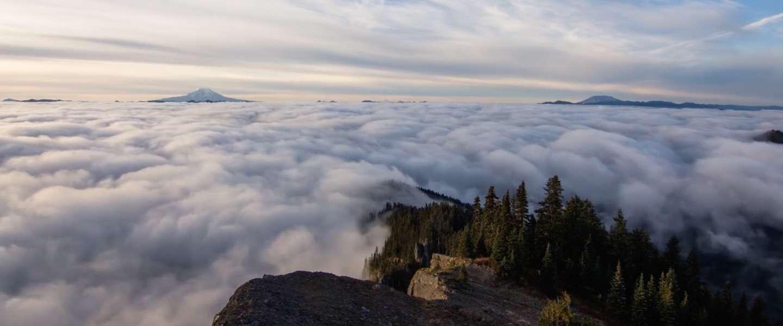 Spectaculaire timelapse boven de wolken