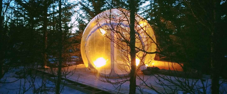 In IJsland kun je in een bubble onder het noorderlicht slapen