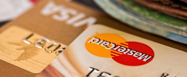 Met je creditcard naar het buitenland: wat moet je allemaal weten?