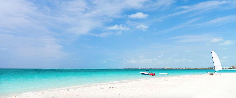 Het mooiste strand ter wereld grace bay op eiland providenciales - De mooiste woningen in de wereld ...