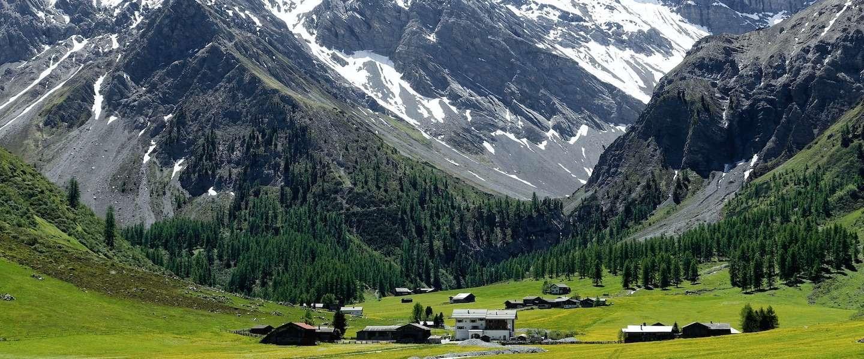 In dit nulsterrenhotel in Zwitserland slaap je in de open lucht
