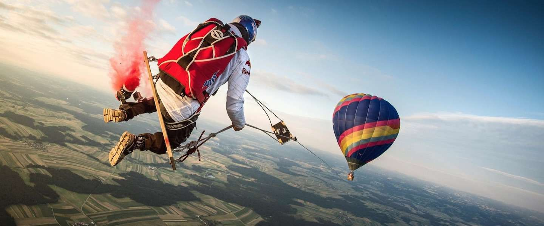 Schommelen aan een luchtballon op 1.800 meter hoogte