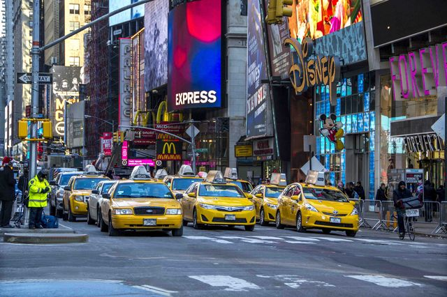 new_york_new_yorkers_streets_times_square