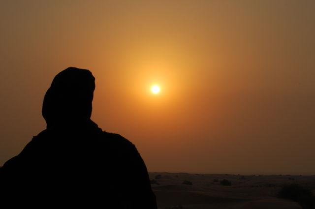 fotoalbum_dubai_vrouw_woestijn