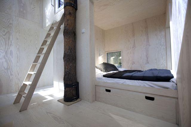 mirror_cube_interior_treehotel