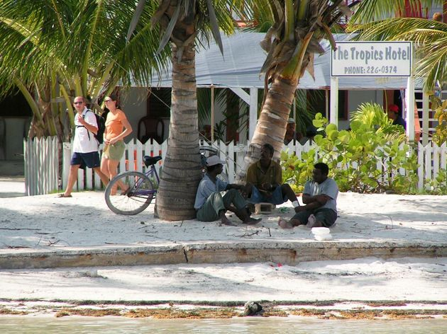 belize-locals-chillen