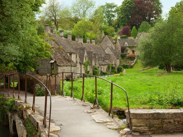 bibury-located-in-gloucestershire-england-is-a-scenic-cotswold-village-with-honey-colored-cottages-thanks-to-its-setting-alongside-the-river-coln-it-is-often-considered-one-of-the-most-picturesque-destinations-in-the-cotswolds