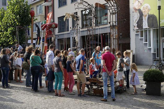 Hasselt_theater_op_de_markt_kunst