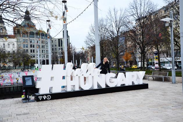 Hello_Hungary_sign
