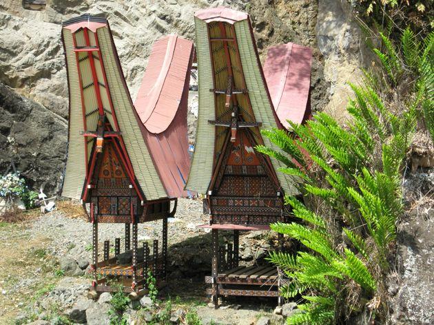 indonesie-sulawesi-begrafenisritueel-zadelhuisjes