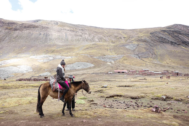 renee_paard_rainbow_mountain_peru