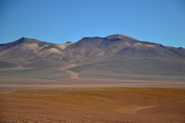 salar-de-uyuni-7-kleuren-berg