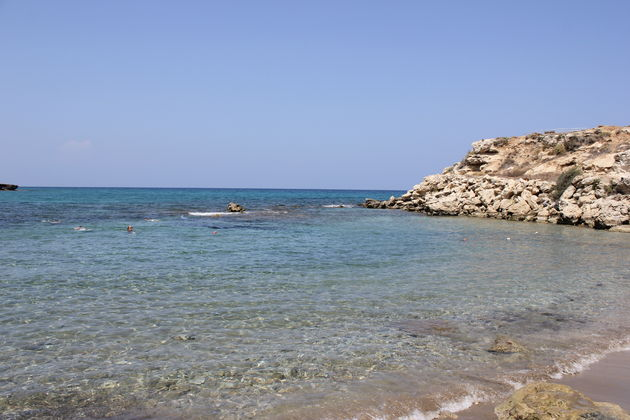 Verlaten strand in Noord-Cyprus