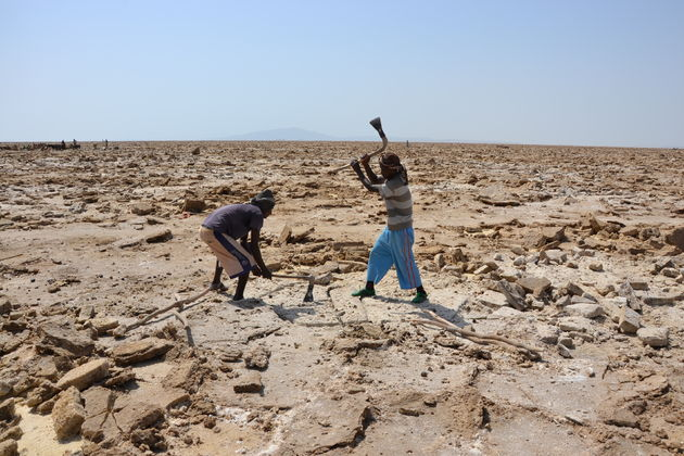 zout-uithakken-Danakil-woestijn