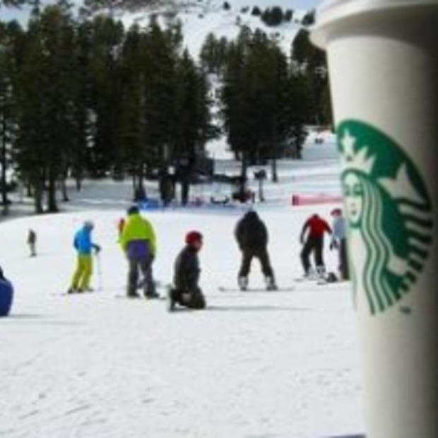 """Starbucks opent eerste """"Ski-in"""""""