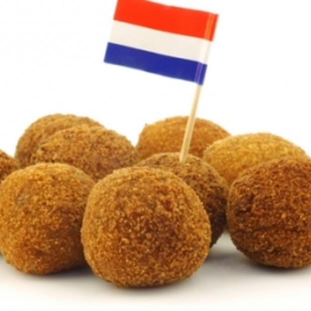 Buitenlanders eten Hollandse lekkernijen, dit is wat ze ervan vinden