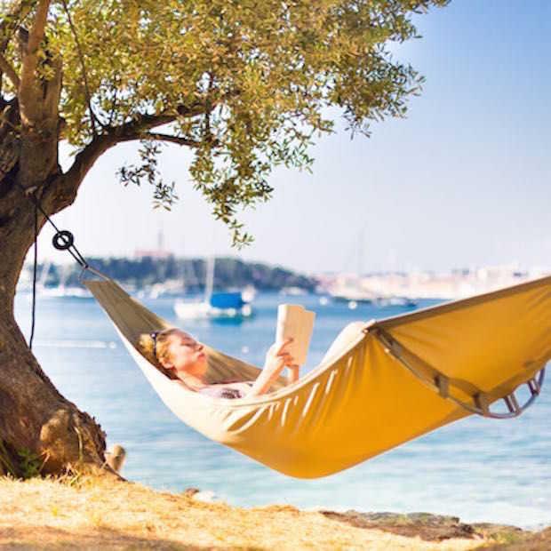 Vijf reisboeken die je op je verlanglijstje moet hebben voor de feestdagen