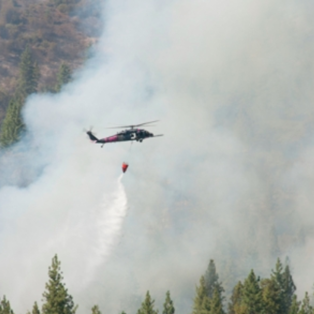 Nog steeds flinke brand in Yosemite National Park (Californië)