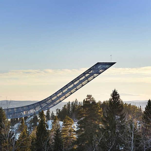 De nacht doorbrengen op een Noorse skischans met fenomenaal uitzicht?