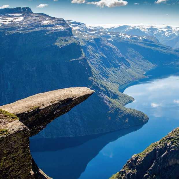 Een reis door de Noorse fjorden vanuit de lucht