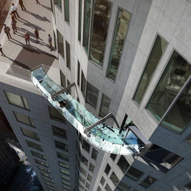 Een glijbaan van glas op 300 meter hoogte in Los Angeles