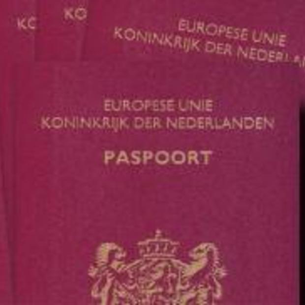 Schiphol denkt aan paspoortcontrole vanuit huis