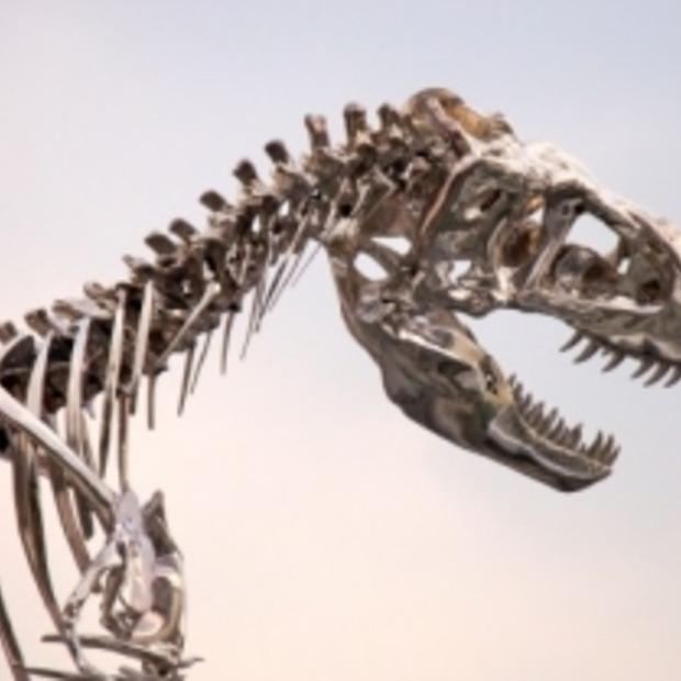 Gigantische Tyrannosaurus Rex in hartje Parijs