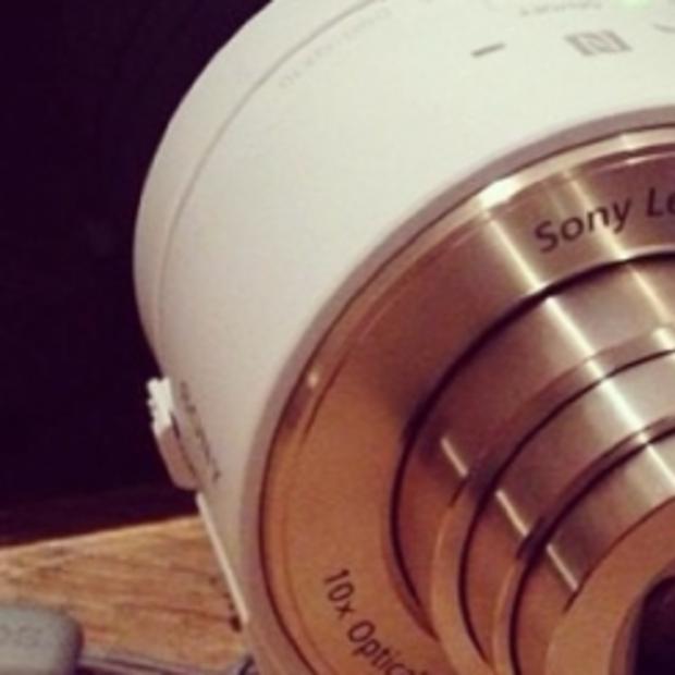 Maak nu kans op de leukste camera, een Sony QX10 lenscamera!