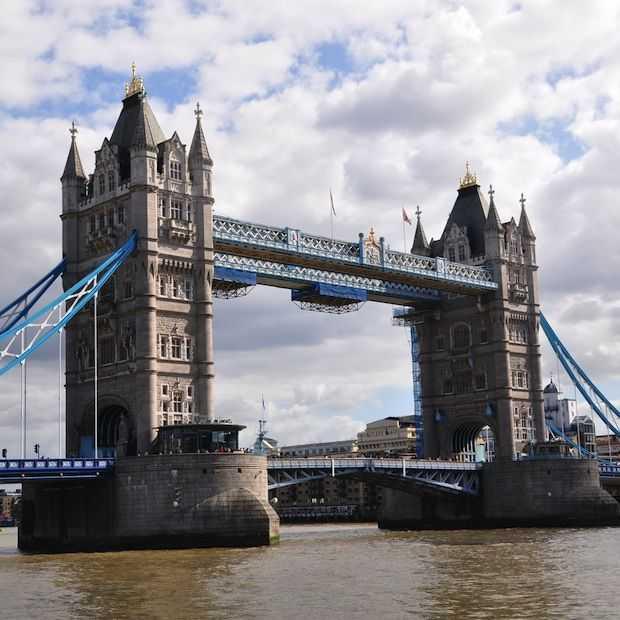 Tower Bridge opent glazen vloer 42 meter boven de Thames