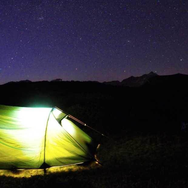 Wildkamperen in Montafon, onder een hemel met duizenden sterren