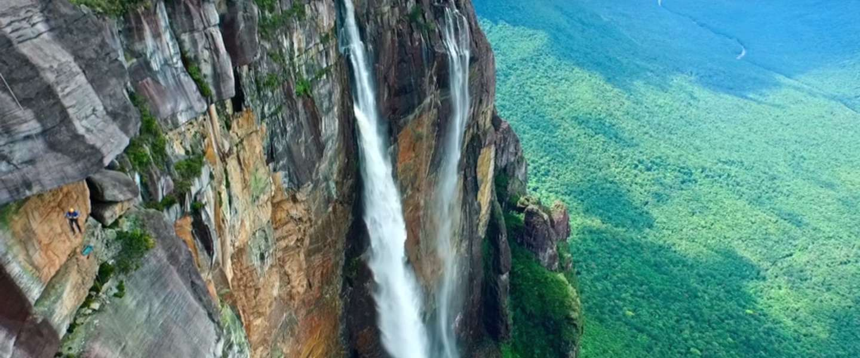 Wauw, deze drone vliegt over de hoogste waterval ter wereld!