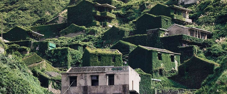 Dit Chinese dorpje Houtouwan is volledig overgenomen door de natuur