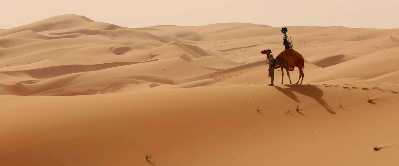 Google Street View beelden van de Liwa woestijn gemaakt door een kameel