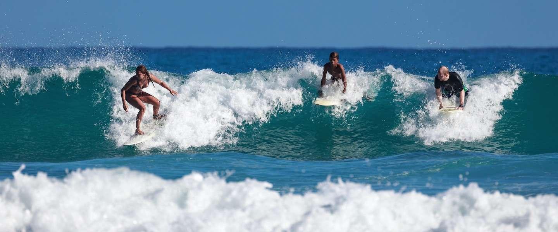 Zo leuk is het om met het hele gezin te leren surfen in Frankrijk!