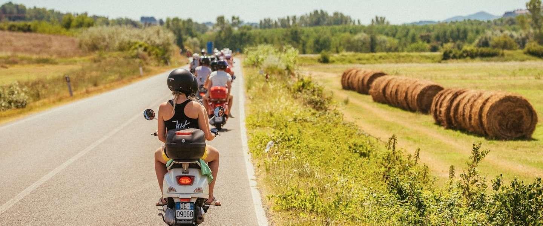 Voor op je bucketlist: roadtrip op authentieke Vespa's door Italië