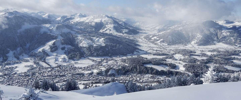 Wachten duurt lang nu het keihard sneeuwt in de Alpen