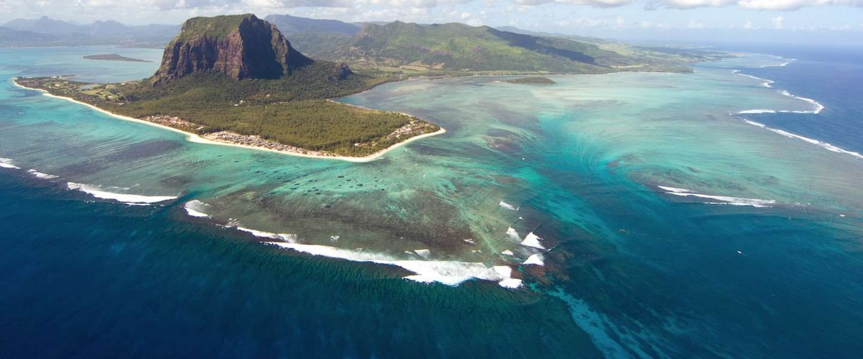 Uniek: een waterval onder water op Mauritius