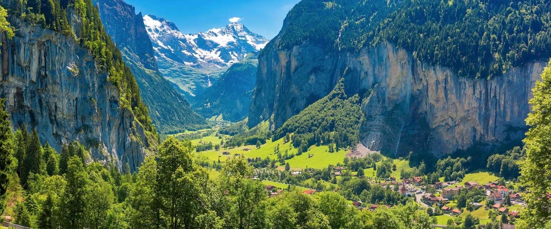 Wegdromen bij de Zwitserse Alpen
