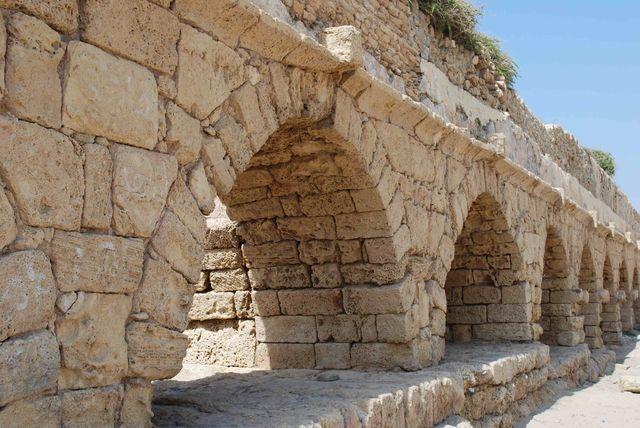 Het aquaduct van Caesarea