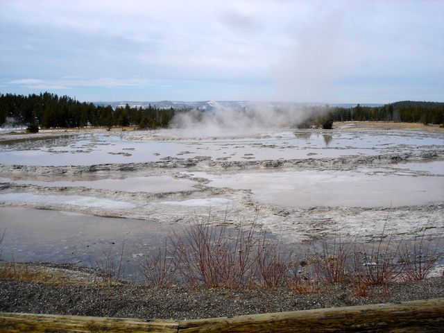 yellowstone_national_park_geisers
