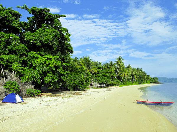 indonesie-kamperen-op-het-strand