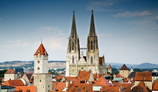 Regensburg_Blick_auf_den_Dom_und_den_Goldenen_Turm_Regensb1_RET_1024x768.jpg
