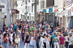 Shopping,_Maastricht_300dpi_3543x2362px_J.jpg