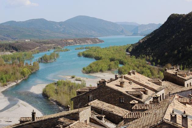 Aínsa-dorpen-spanje.