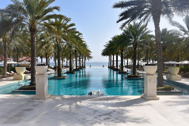 al-bustan-palace-zwembad