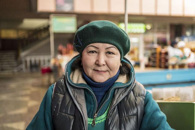 Almaty_Green_Market_mensen