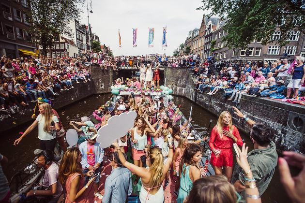ams-canal-parade