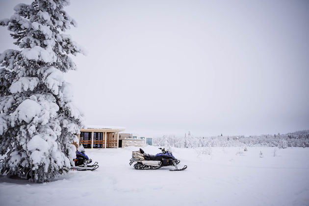 aurora-mountain-lodge-sneeuwscooteren